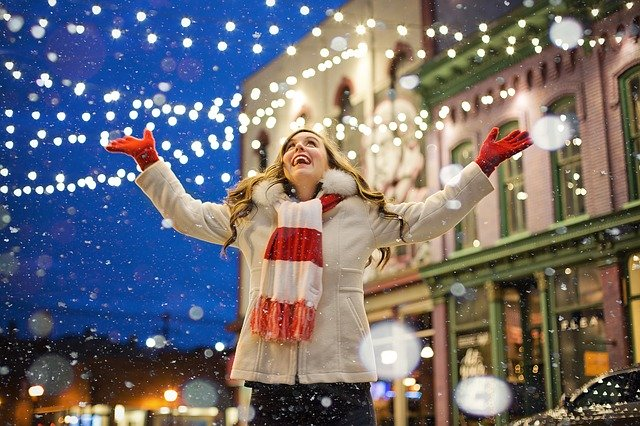 Vetrine natalizie, ecco come scegliere le più adatte al proprio negozio
